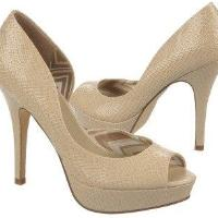 FERGALICIOUS Women's Eileen Pump Shoes (Shell)